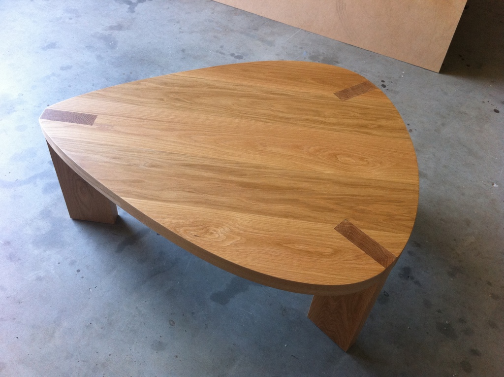 oak guitar pick coffee table davidgunndesign. Black Bedroom Furniture Sets. Home Design Ideas